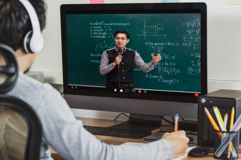 受講者の集中度のデータを基に、コンテンツを作成